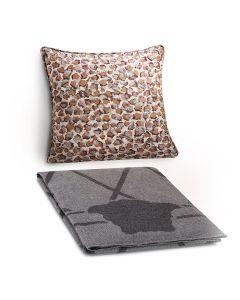 Плед и декоративная подушка пятнистая с серым